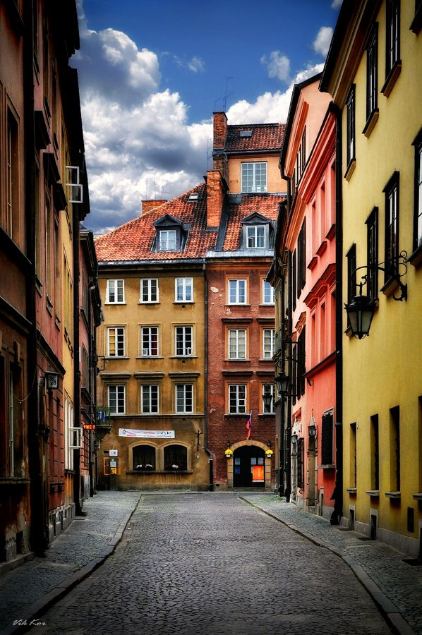 "Old Town - Warsaw, Poland • ""Streets of the old Warsaw I"" by Viktor Korostynski on http://500px.com/photo/7514023"
