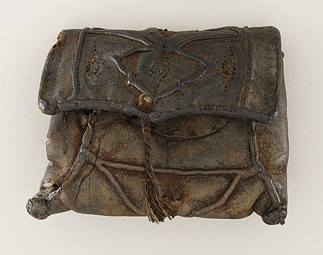 14th Century.   Man's Purse. Stitched and embossed leather. collectionsonline.lacma.org        suzilove.com