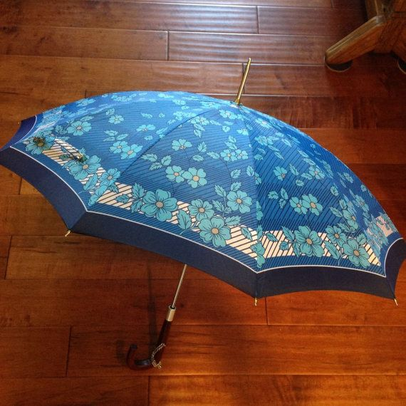 Vintage 60s blauwe bloemen streep paraplu met houten steel & letters