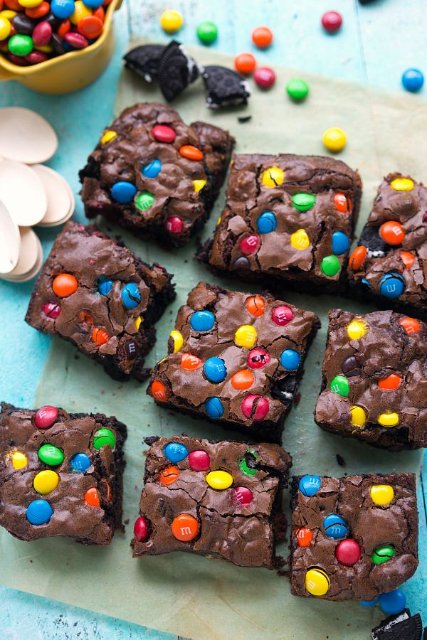 M&M® Brownie Bars + Miniature Cookie Ice Cream Cakes