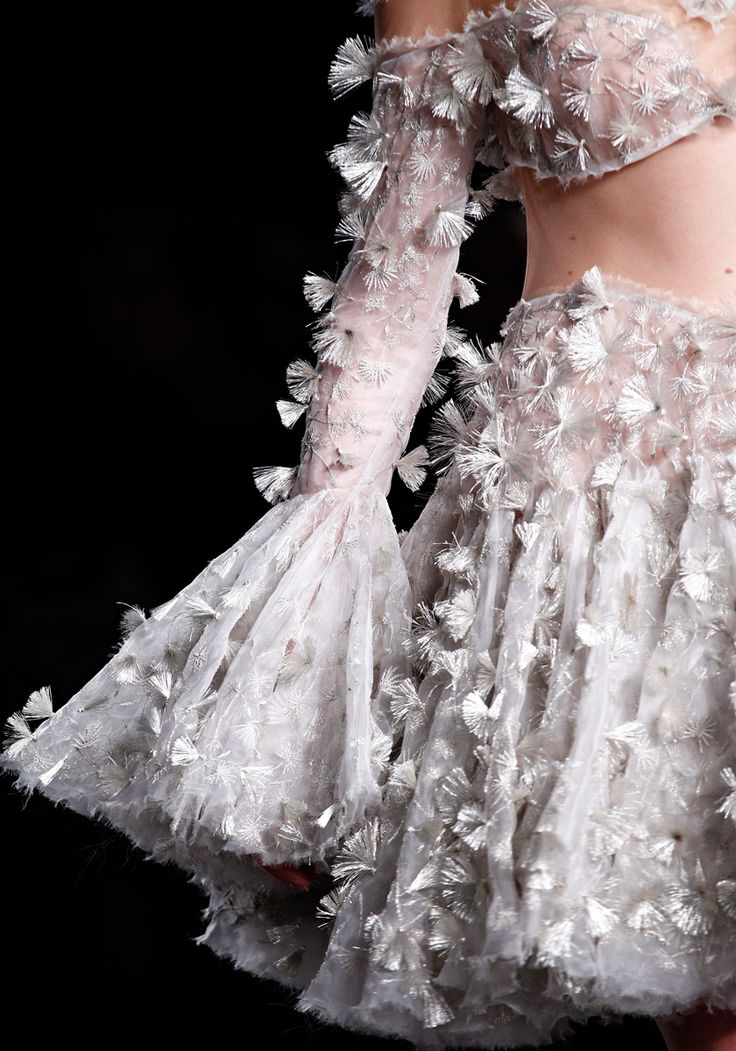 Alexander McQueen Fall 2012 RTW - Review - Fashion Week - Runway, Fashion Shows and Collections - Vogue