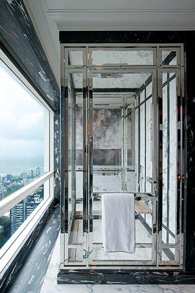Mans Shower with a view of the Arabian Sea in Mumbai - Architecture BRIO, Mumbai / India