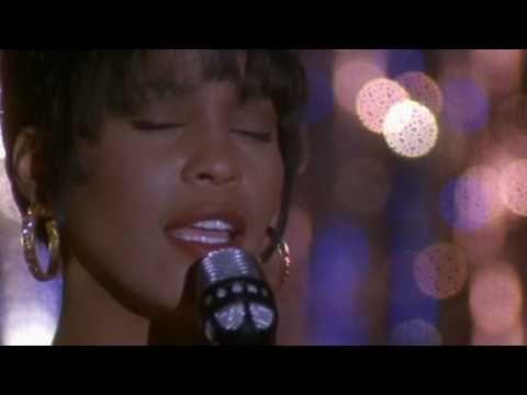 EL GUARDAESPALDAS  protagonizada por Kevin Costner y la ahora fallecida Whitney Houston.
