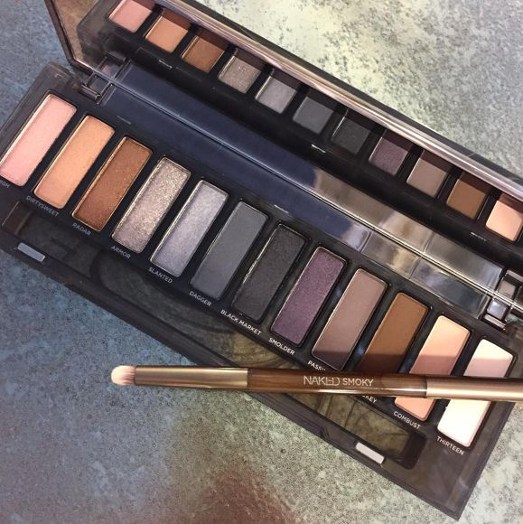 This is now the most-pinned make-up palette on the WHOLE of Pinterest...