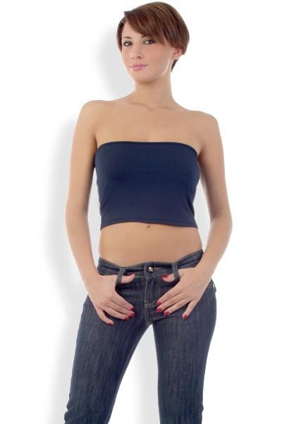 Abbigliamento da Donna  http://www.abbigliamentodadonna.it/corto-fascia-p-553.html Cod.Art.000661 - Top corto a fascia aderente per una ragazza casual ed alla moda. Perfetto con jeans, bermuda o minigonna per un look moderno, comodo e vivace.