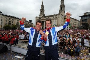 Brownlee brothers turn to Top Gun in quest for Rio Olympic triathlon gold.