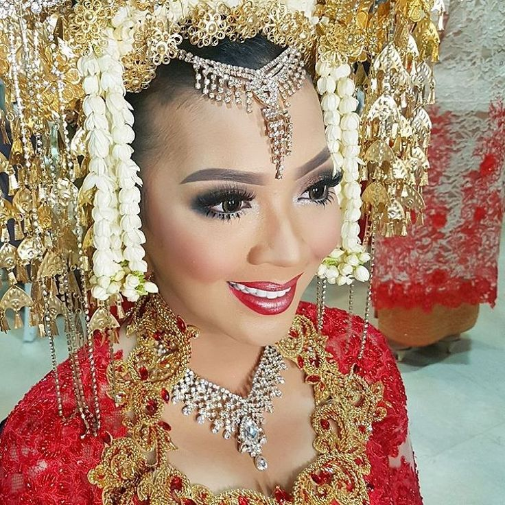 20.05.2017 Ms. Feli for her Wedding Reception #makeup by @deankhalil #sunting by @dindasakato #makeupartist #makeupartistjakarta #mua #muajakarta #makeuppesta #makeuppengantin #weddingmakeup #weddingmakeupartist #bride #pengantin #pengantinpadang #pengantinminang #suntiang #crow #weddingcrown #traditional #makeupbydeankhalil http://gelinshop.com/ipost/1518937066736788876/?code=BUUWTbrBSWM