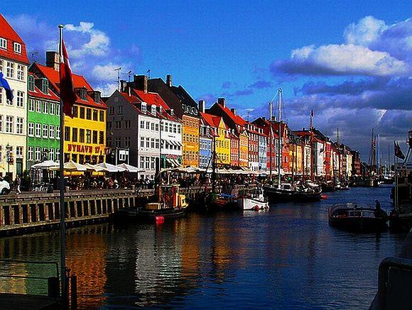 Og selvfølgelig eeeelsker jeg at være i København!!    http://2.bp.blogspot.com/-FttkMGE-tOE/TmUxxbcitHI/AAAAAAAAAww/baBQgzw5zrg/s640/day-12.jpg
