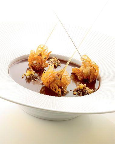 Mousse van hazelnoot met kletskoppen http://njam.tv/recepten/mousse-van-hazelnoot-met-kletskoppen