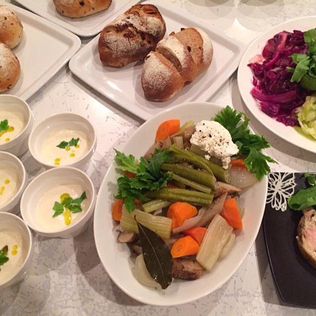 パンに合わせた簡単料理♡ - 7件のもぐもぐ - パンの会♡セーグル・オ・フィグ、フライドオニオンパン、サマーポトフ、鶏肉の寄せハム、豆腐のビシソワーズ by いしいまき