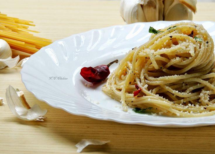 Reteta culinara Paste cu usturoi si chilli (Aglio, olio e pepperoncino) din categoria Spaghete. Specific Italia. Cum sa faci Paste cu usturoi si chilli ( Aglio, olio e pepperoncino)