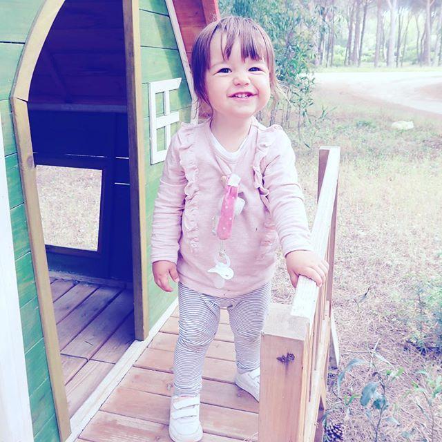 J'en connais une à qui ça va manquer d'être dehors en permanence  Tenue de bébé : pull @nameitkids leggings @kiabifrance et baskets @adidasoriginals #cocosweet #campinglife #sardinia #familytrip #instakids #kidsofinstagram #babygirl