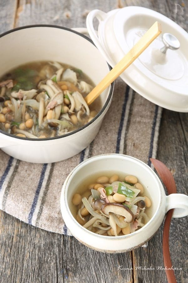 高たんぱくで食物繊維も豊富な大豆をたっぷり使ったスープ。2~4人分ですが、一人で食べれば主食級のボリュームになり、食物繊維は1日の推奨量の2/3以上とれます。ダイエット中の方にもおすすめです。【総カロリー:360kcal 食塩相当量2.3g】