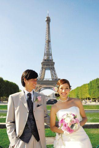 パリのエッフェル塔をバックにフォトウェディングをパチリ♪ヨーロッパでの結婚式おしゃれまとめ♡ウェディング・ブライダルの参考に♪