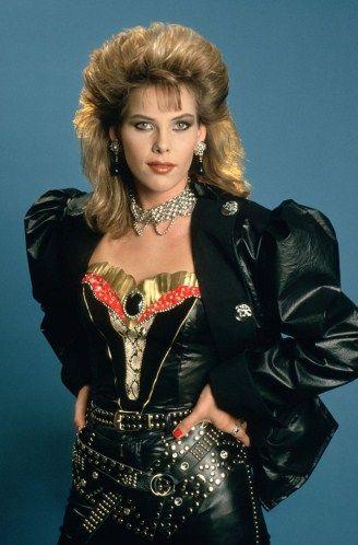 Die 25 besten ideen zu 80er jahre mode auf pinterest 80er fashion party 1980er jahre party - 80er jahre mobel ...