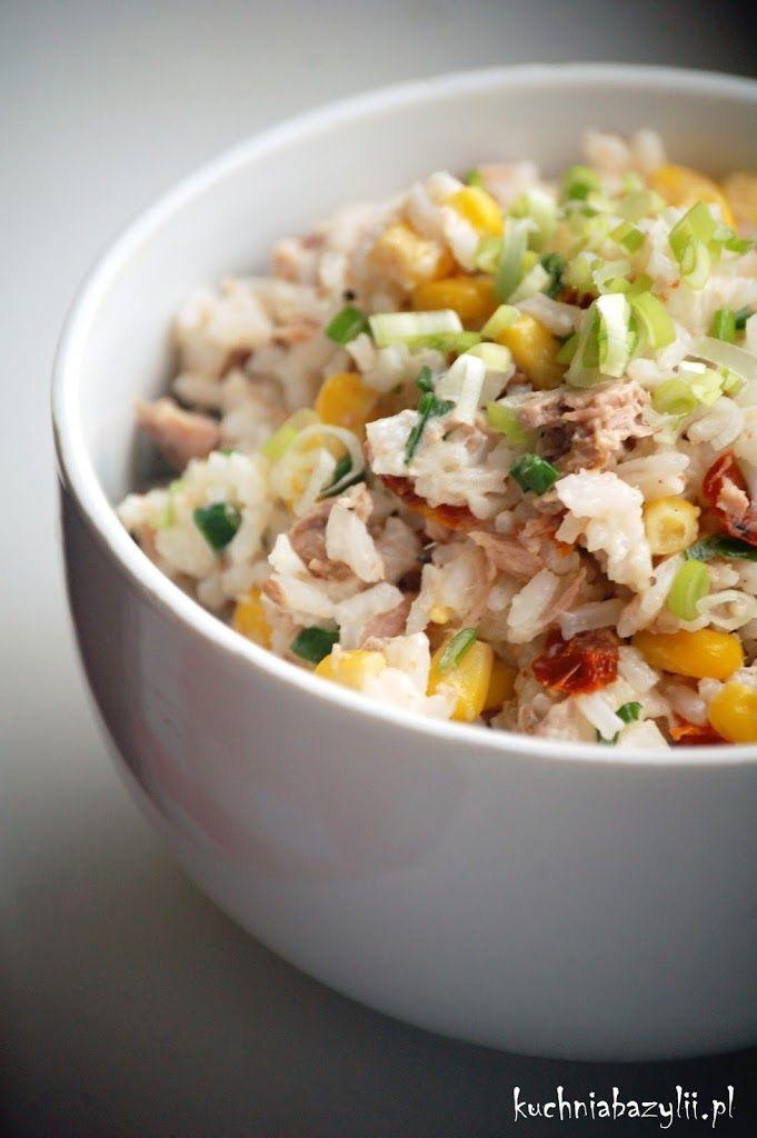 Jak wiadomo, co proste, to smaczne 🙂 Dziś moim śniadanio-obiadem była kolorowa sałatka z tuńczykiem. Idealna do