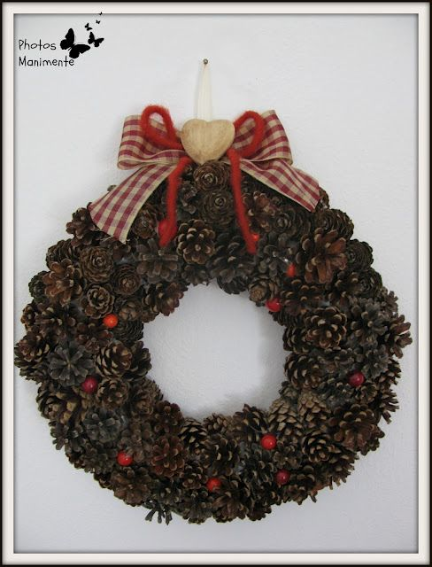 Un tutorial con le istruzioni per realizzare una ghirlanda di pigne. Decorazione natalizia fatta con polistirolo e pigne secche.