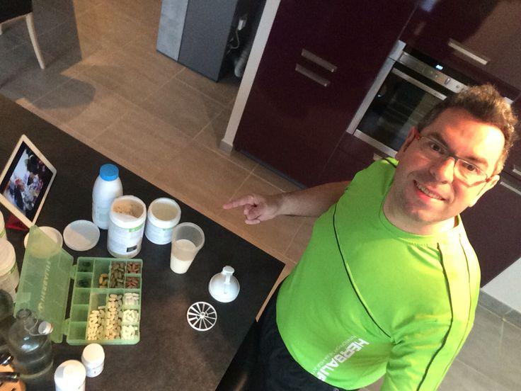 Shake proteiné F1 cookies Herbalife prêt en 1 minute ⚡️mon préféré en version rapide devant le grand prix Indycar de Longbeach. Compléments alimentaires du matin, thé et Aloe. Tout pour claquer la forme   http://www.shophbl.com/fr/vitalite/140-produit-herbalife-vitalite-pack-petit-dejeuner-herbalife.html  #recette #recettes #recetteminceur #the #minceur #mincir #regime #regimeuse #regimeuses #regimeur #maigrir #mincirvite #maigrirvite #fit #fitness #perfectbody #corpsparfait #c