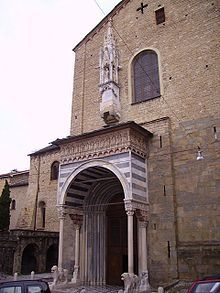 Basilica di Santa Maria Maggiore (Bergamo) - Porta meridionale o dei Leoni bianchi