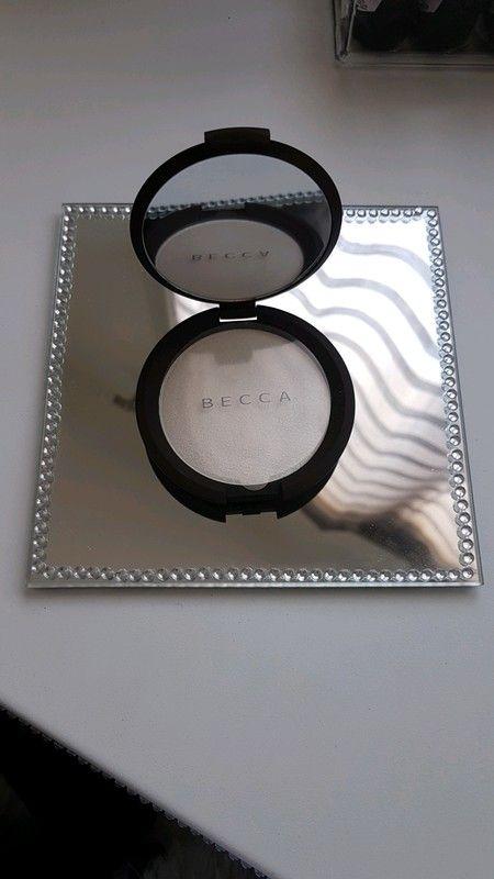 Highlighter poudre scintillante compacte de chez BECCA Pearl neuf