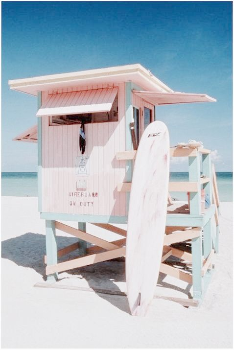 ♡ It's one of those pastel beach huts!