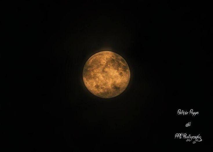 Een foto van vorig jaar de Volle Maan Ik hou van de Maan, vooral als ze vol is. Ja mijn hobby, fotografie en bewerking