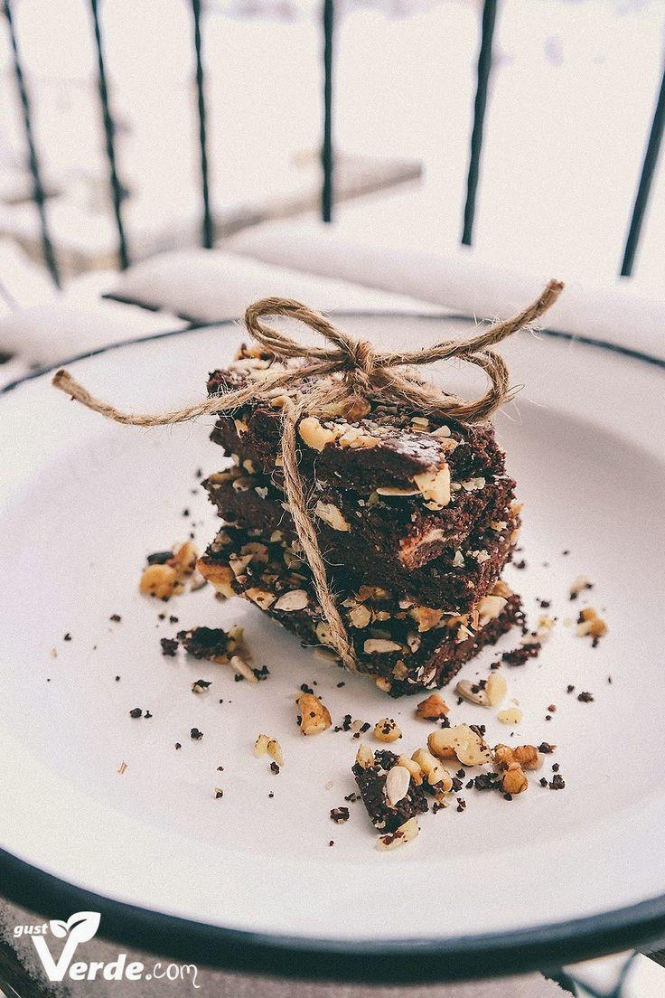 Gust Verde: RAW Vegan: Ciocolata delicioasa cu nuci si seminte crude (fara zahar)