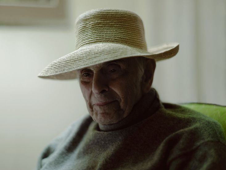 Artist Phillip Toledano shares candid photos and moving stories of the last days of his father's life.  Endearing, funny and heart breaking...  Mr Toledano : Days with my father