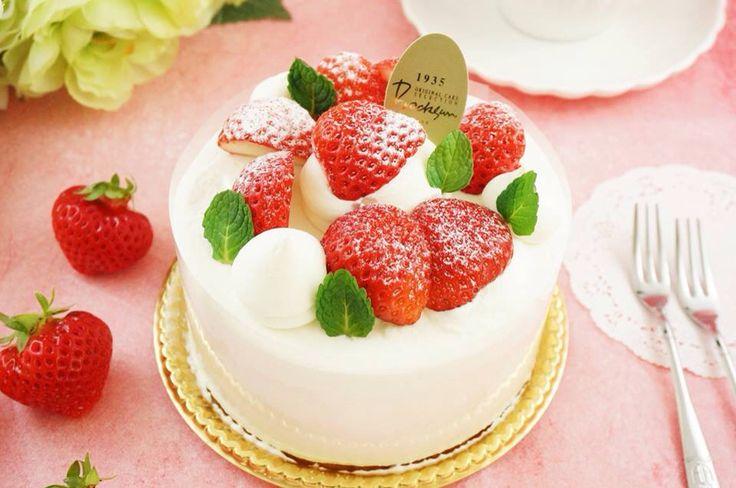 ももいちご〜♪♪ . こちらのケーキは2月1日までの限定販売です! あと2日‼︎ . . 数も少ないため、お早めにゲットしてくださいね〜(*^_^*) . #cake #sweets #food #japan #kobe #patisserie #sweet #bocksun #神戸 #ケーキ #ボックサン #須磨 #ケーキ職人 #follow #instagood #スイーツ部 #ohayo #pro #職人#技術 #一眼レフ #pâtissier #シェフ #期間限定 #限定 #神戸スイーツ #ももいちご #苺スイーツ #苺 #日本