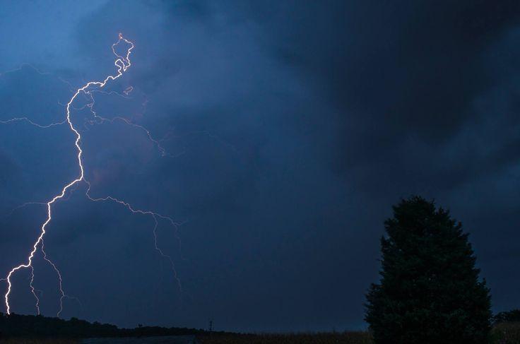 nothing extraordinary... but a shot from my backyard tonight, pottstown, Pa