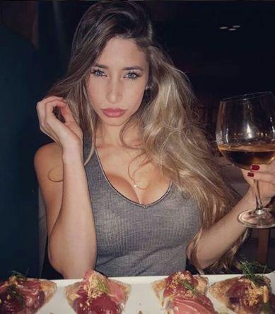 Scheda Biografica di Manuela nuova corteggiatrice di Uomini e donne http://www.ilblogdiuominiedonne.net/scheda-corteggiatori-uomini-donne/biografia-manuela-quistelli-corteggiatrice-uomini-e-donne/