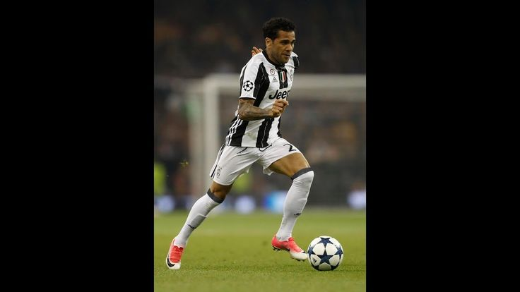 Dani Alves warns Juventus he will listen to offers from Chelsea and Manchester United