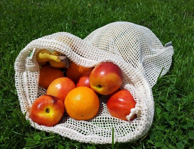 Re-sack handlenett er laget av GOTS-sertifisert økologisk bomull. Det er ikke bare handleposen i plast du kan droppe. Den lille plastposen til frukt og grønnsaker kan også byttes ut. Dette tøynettet er perfekt for frukt og grønnsaker. Og til sammenligning med plastposene, så er det ikke lufttett. For å redusere enda med plastbruk, kan du …
