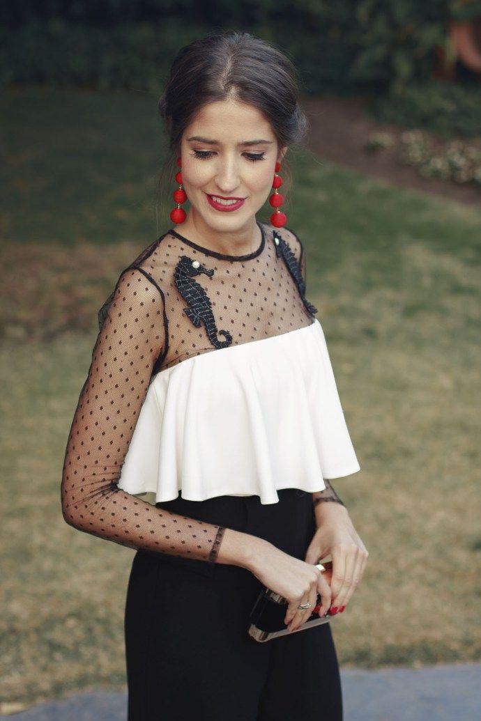 Vestido rojo tocado negro