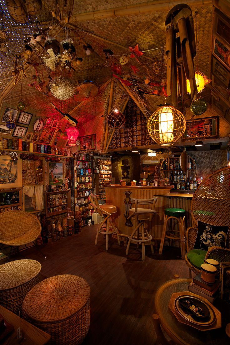 67 best decor tiki hawaiian polynesian images on for Tiki room decor