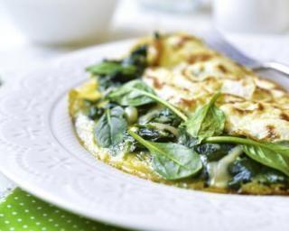 Omelette fondante à l'ail et aux pousses d'épinard