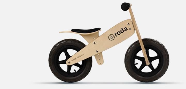 La Bicicleta de Aprendizaje Roda permite que niños desde los 2 años aprendan a equilibrarse sin la necesidad de rueditas chicas.
