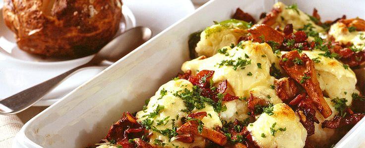 Blomkål, sopp, bacon og ost er ingredienser som gjør seg veldig godt sammen. Oppskriften er dessuten veldig enkel å få til.