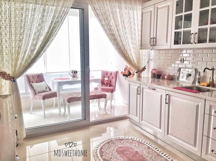 Trabzon'da yaşayan ev sahibimiz Duygu hanım, evlerine taşınmadan önce kapsamlı bir tadilat yaptırma imkanını yakalamış. Kırıp, dönüp, zevklerine uygun olarak yepyeni bir eve sahip olmuşlar. Daha da ya...