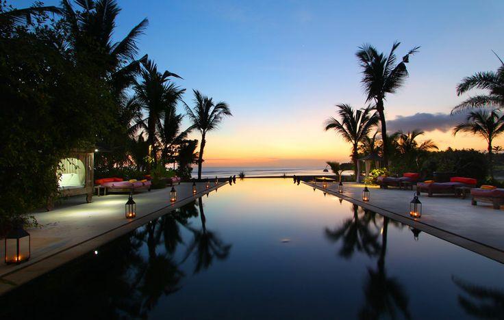 Villa Mokenbo, Ocean Front Art Gallery Villa in authentic Balinese ambience