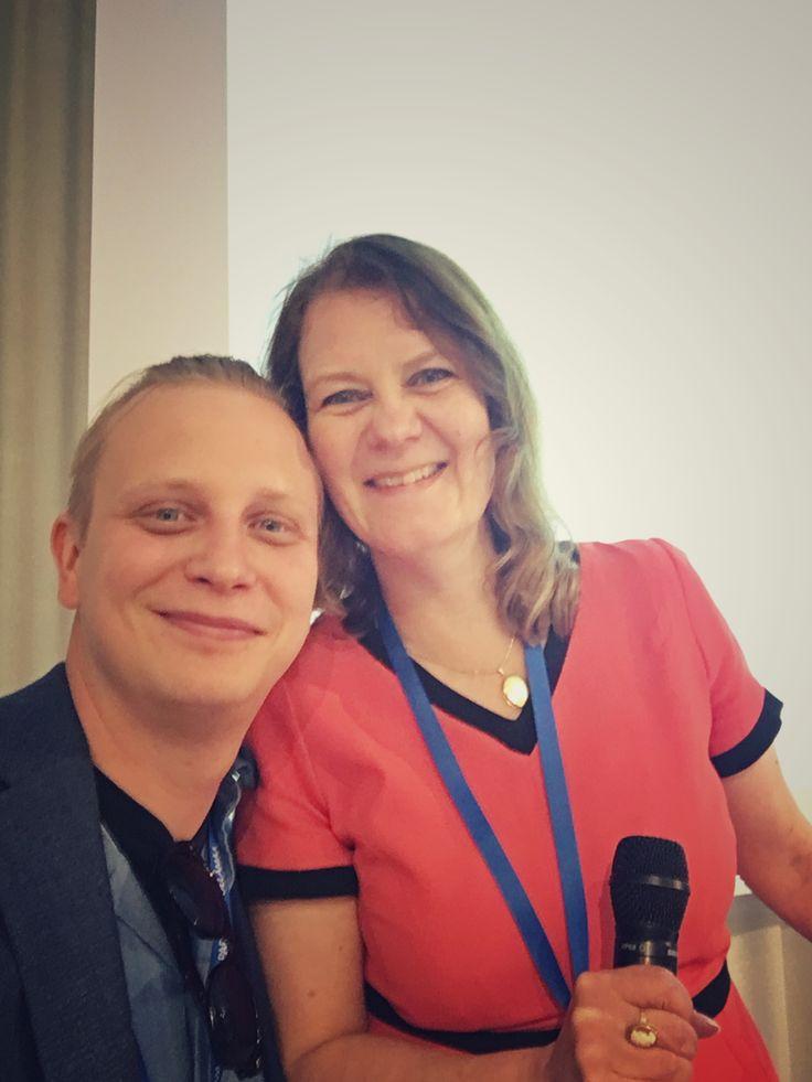 """FeroValo ja Elina, Tomppakin. #Workathlon24 Finlandiatalolla. """"Ylipätevät"""" osaajat käyttöön niin hallitukseen kuin johtoon. Tässä pari heistä :) 6/2017, Helsinki"""
