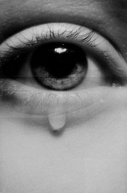 """""""Lloramos porque tal vez la emoción se vuelve tan intensa que el cuerpo no logra contenerla, la mente, los sentimientos se vuelven poderosos y el cuerpo se lamenta."""""""
