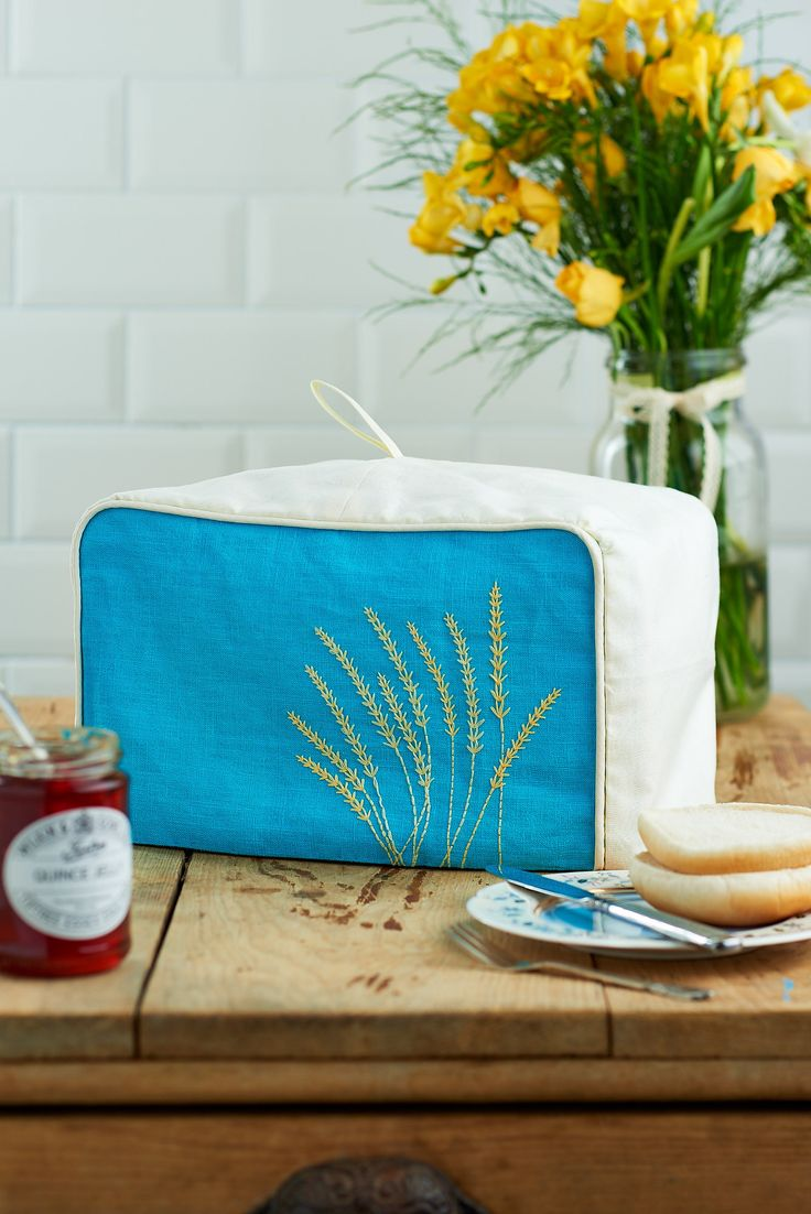 Your breakfast table never looked so good! Make this toaster cover with issue 73!