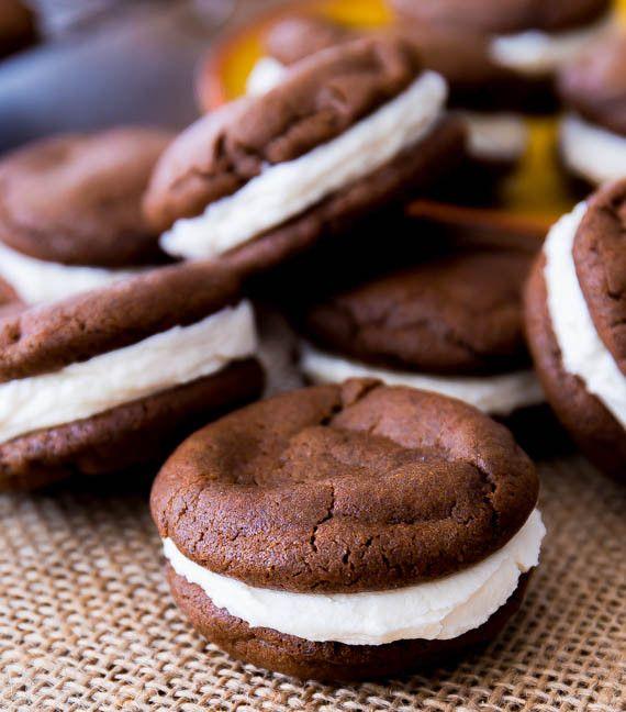 Préparez-vous ces délicieux biscuits Oréo maison... C'est vraiment très bon et ça goûte les originaux!