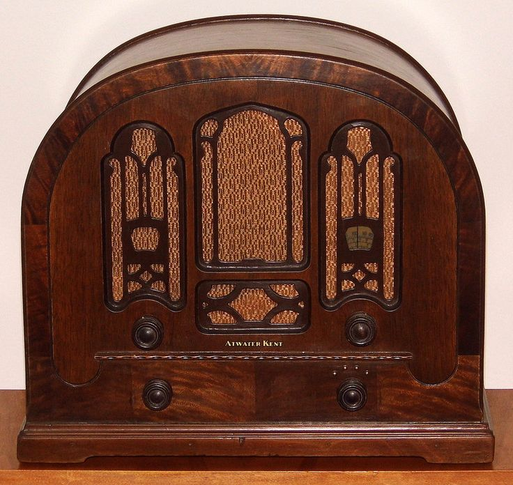Vintage Atwater Kent Cathedral Radio, Model 708, Broadcast & Short Wave Bands, Wood Cabinet, 8 Tubes, Circa 1933.