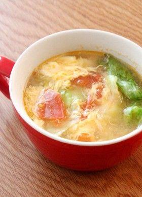 トマト、レタス、卵のスープ