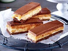 Snickers selber machen ist leichter als man denkt. So bauen Sie sich aus Schokolade, Erdnussbutter und Erdnüssen den beliebten Schokoriegel nach!