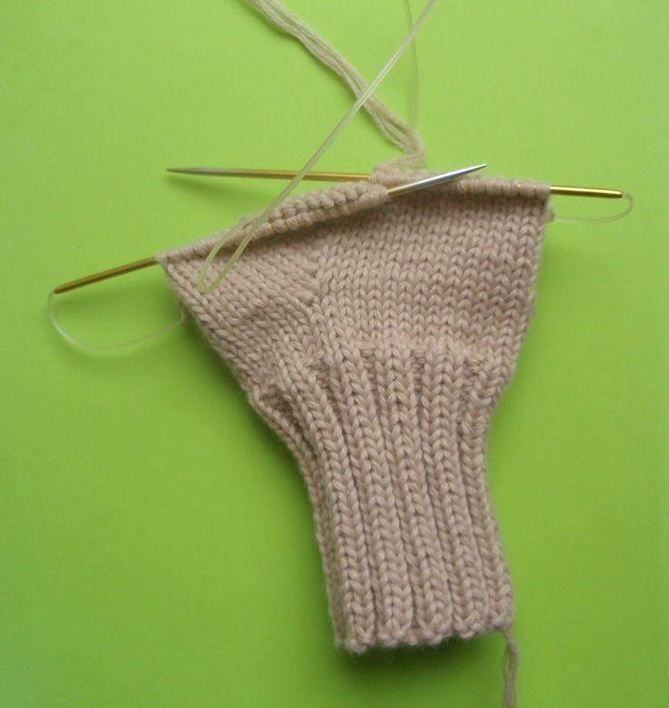 Как вязать варежки, носки, митенки на круговых спицах
