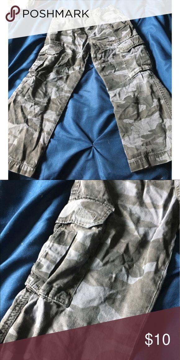 Boys Old Navy Camo Cargo Pants Boys gray camouflage cargo pants from Old Navy..size 7 Old Navy Bottoms Casual