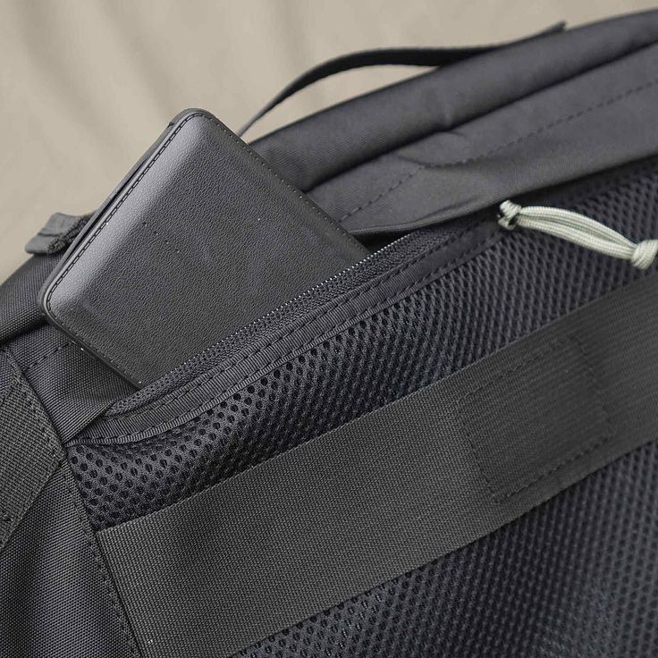 FOCUS: CIG101 AB18 - The Spotter  SECURE Back Panel Zip Pocket will help you improve your efficient packing habit.  Made from Waterproof elecor and Nylon Ripstop Fabric using Weather Block Construction and complement by YKK Woojin & DURAFLEX Components with Nylon 6.6 Industrial Thread. Crafted by skilled bag maker with particular attention to details.  Include EXT Lite Sling w/o PAD Ready to ship with up to 25% OFF pre launch offer.  Get it now for IDR 338K from normal IDR 448K via…